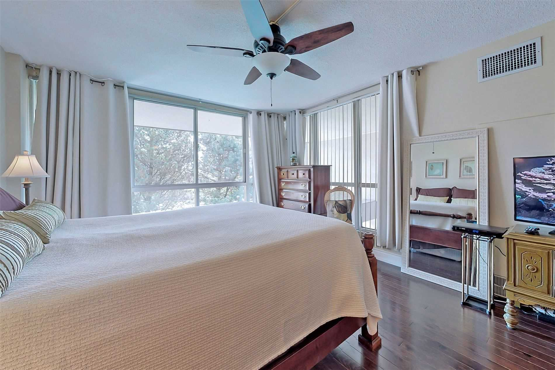 Image 11 of 40 showing inside of 2 Bedroom Condo Apt 2-Storey for Sale at 25 Cumberland Lane Unit# 105, Ajax L1S7K1