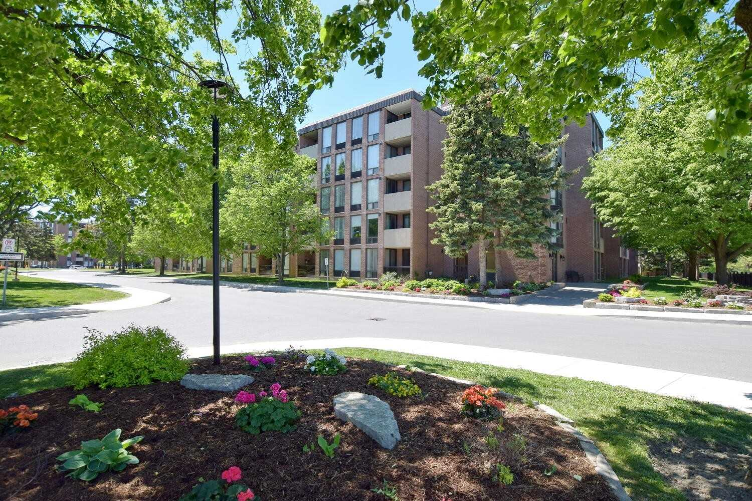pictures of 1525 Diefenbaker Crt, Pickering L1V3W1