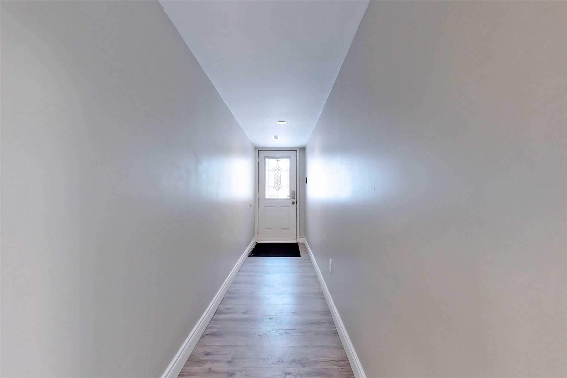 Image 23 of 40 showing inside of 3 Bedroom Condo Townhouse 3-Storey for Sale at 14 Cumberland Lane Unit# 7, Ajax L1S7K4