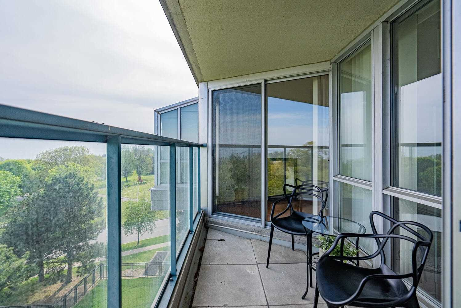 Image 18 of 38 showing inside of 2 Bedroom Condo Apt Apartment for Sale at 70 Cumberland Lane Unit# 503, Ajax L1S7K4