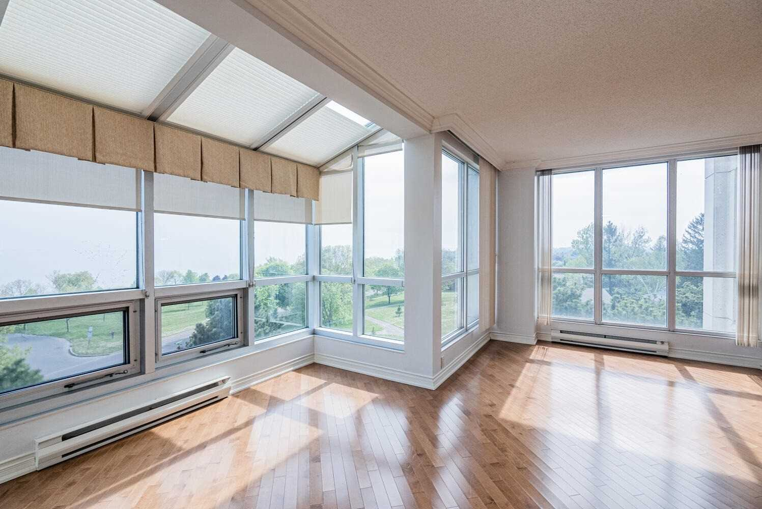 Image 35 of 38 showing inside of 2 Bedroom Condo Apt Apartment for Sale at 70 Cumberland Lane Unit# 503, Ajax L1S7K4