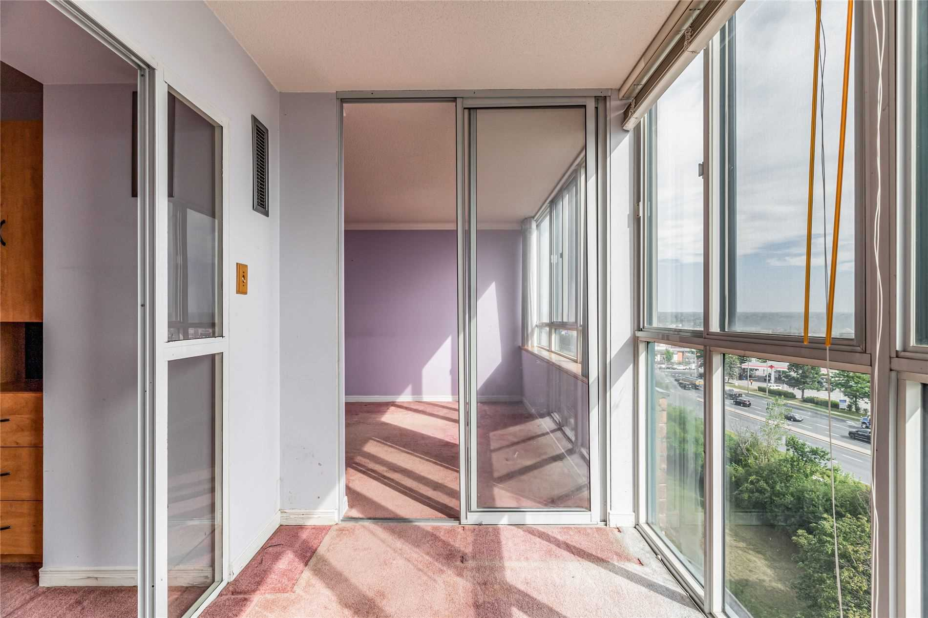 Image 10 of 40 showing inside of 2 Bedroom Condo Apt Apartment for Sale at 1665 Pickering Pkwy Unit# 812, Pickering L1V6L4