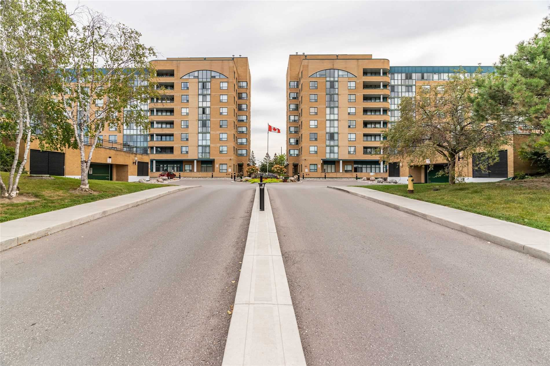 Image 12 of 40 showing inside of 2 Bedroom Condo Apt Apartment for Sale at 1665 Pickering Pkwy Unit# 812, Pickering L1V6L4