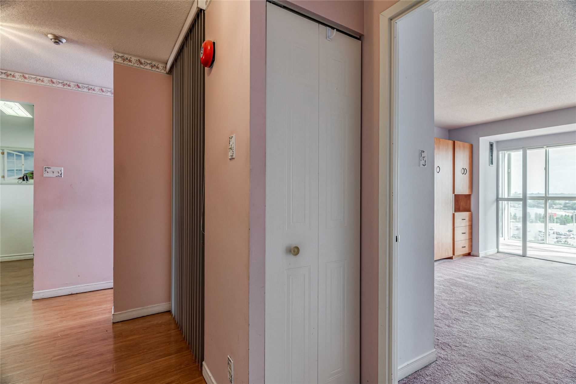 Image 16 of 40 showing inside of 2 Bedroom Condo Apt Apartment for Sale at 1665 Pickering Pkwy Unit# 812, Pickering L1V6L4