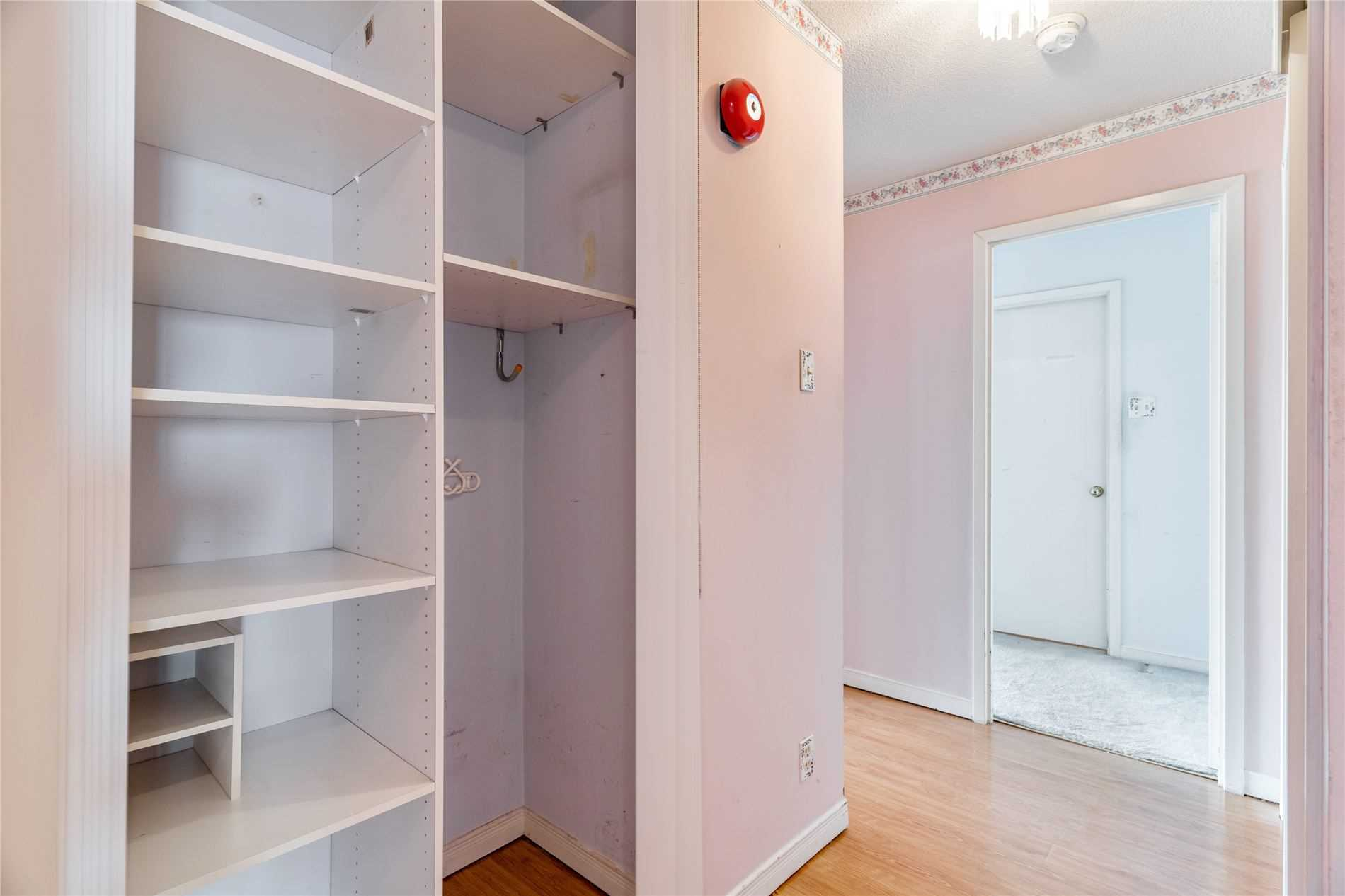 Image 19 of 40 showing inside of 2 Bedroom Condo Apt Apartment for Sale at 1665 Pickering Pkwy Unit# 812, Pickering L1V6L4