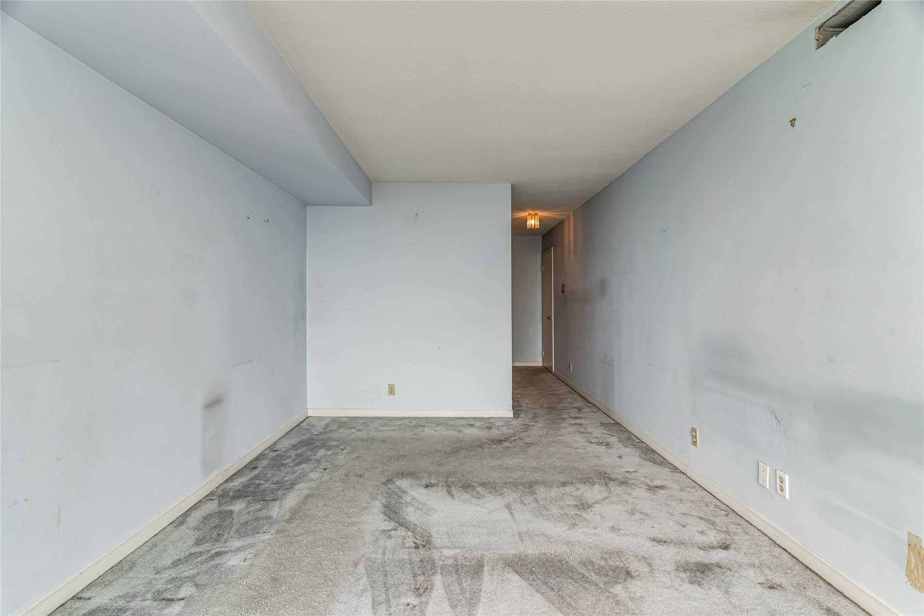 Image 30 of 40 showing inside of 2 Bedroom Condo Apt Apartment for Sale at 1665 Pickering Pkwy Unit# 812, Pickering L1V6L4