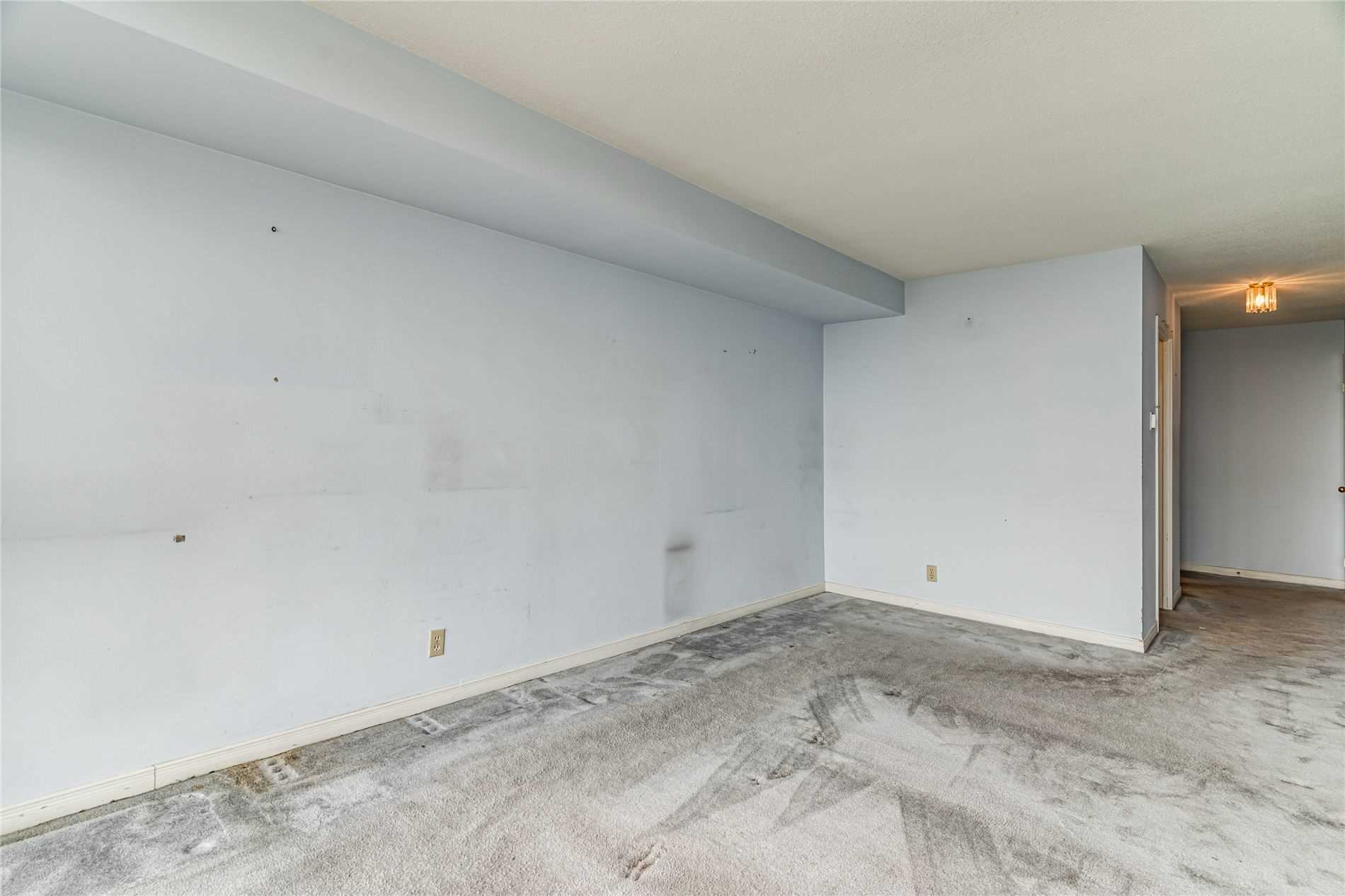 Image 31 of 40 showing inside of 2 Bedroom Condo Apt Apartment for Sale at 1665 Pickering Pkwy Unit# 812, Pickering L1V6L4