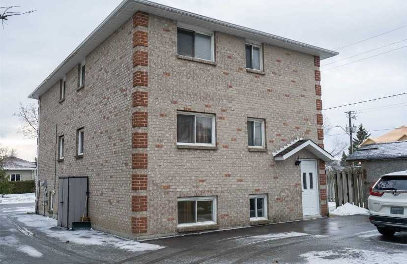 pictures of 2 Kingsway Gate, Clarington L1E1Y1