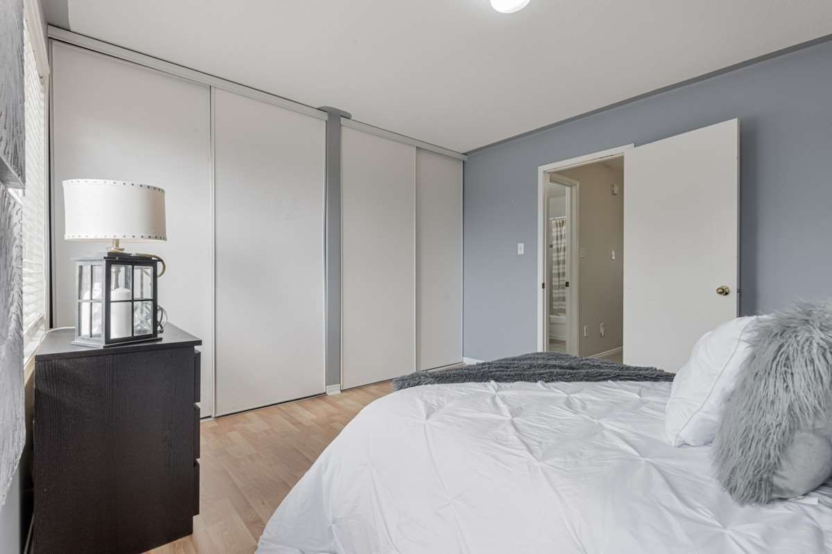Image 4 of 19 showing inside of 2 Bedroom Condo Townhouse 2-Storey for Sale at 5 Pennefather Lane Unit# 56, Ajax L1T4H2