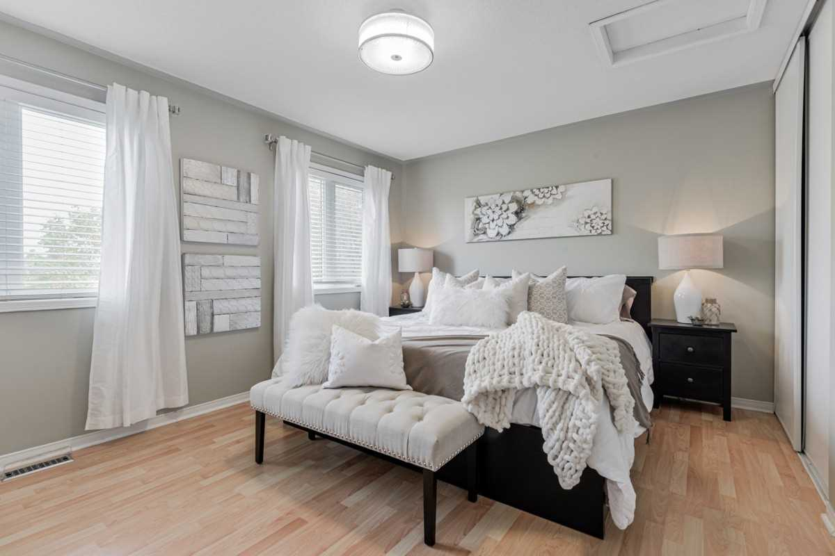 Image 6 of 19 showing inside of 2 Bedroom Condo Townhouse 2-Storey for Sale at 5 Pennefather Lane Unit# 56, Ajax L1T4H2
