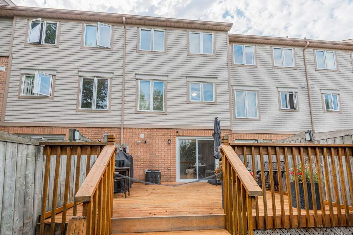 Image 11 of 19 showing inside of 2 Bedroom Condo Townhouse 2-Storey for Sale at 5 Pennefather Lane Unit# 56, Ajax L1T4H2