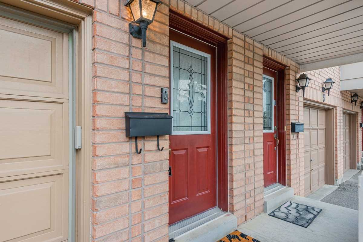 Image 12 of 19 showing inside of 2 Bedroom Condo Townhouse 2-Storey for Sale at 5 Pennefather Lane Unit# 56, Ajax L1T4H2