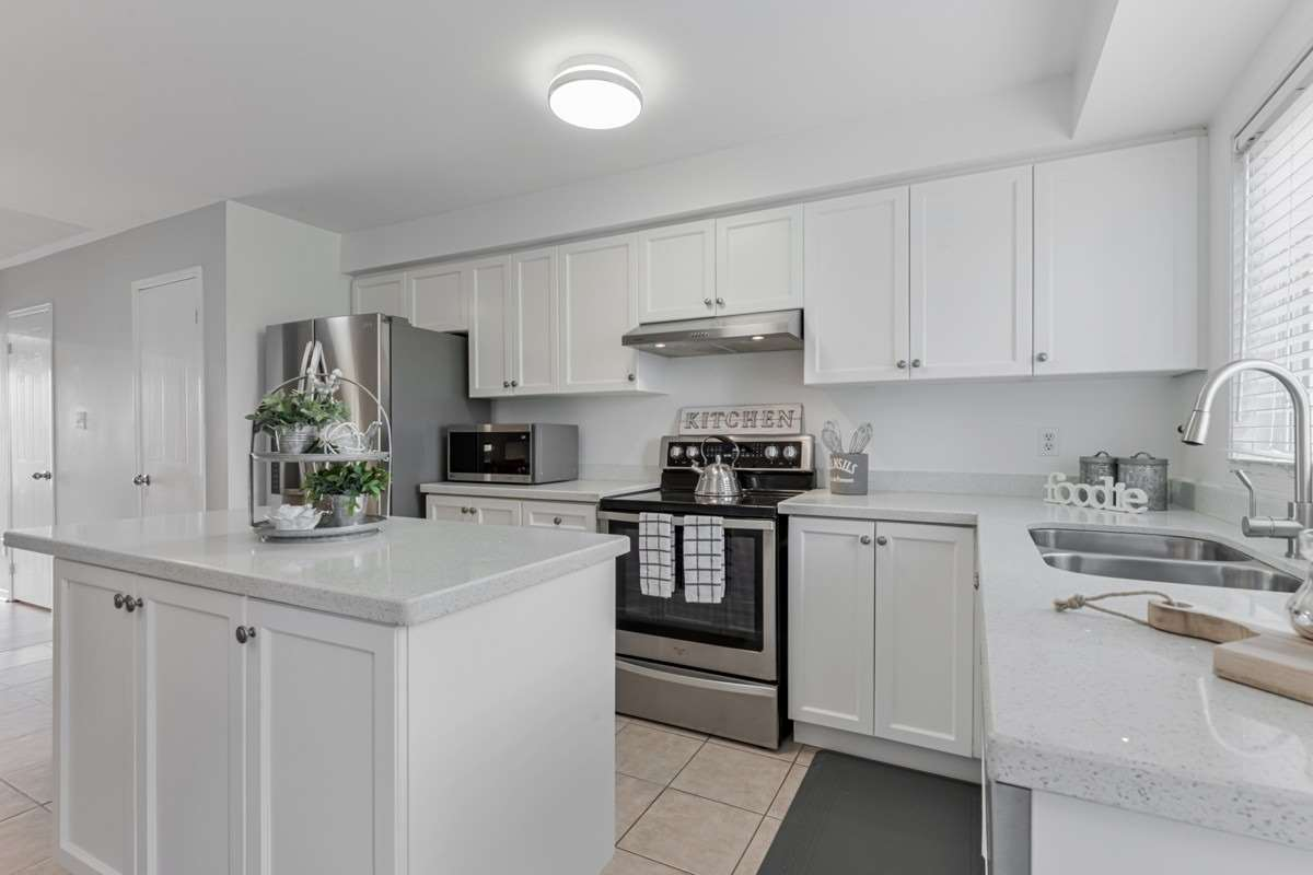 Image 16 of 19 showing inside of 2 Bedroom Condo Townhouse 2-Storey for Sale at 5 Pennefather Lane Unit# 56, Ajax L1T4H2