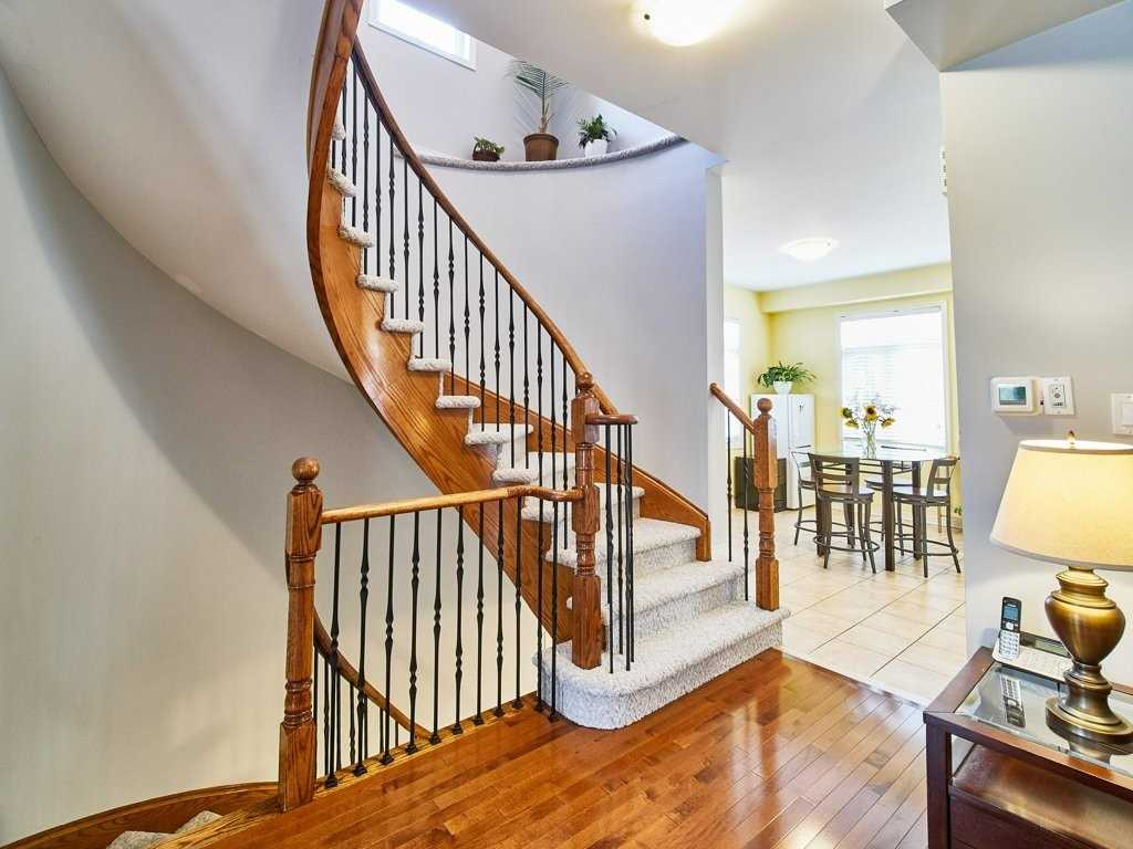 Image 21 of 40 showing inside of 4 Bedroom Condo Townhouse 3-Storey for Sale at 1701 Finch Ave E Unit# 74, Pickering L1V0B7