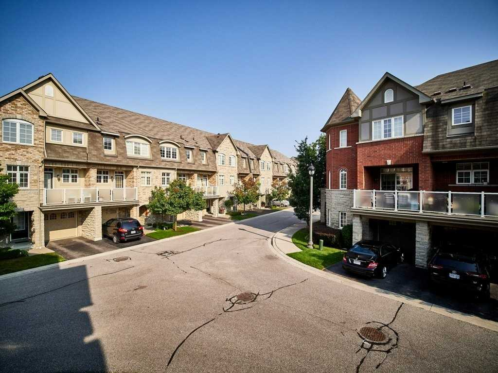 Image 33 of 40 showing inside of 4 Bedroom Condo Townhouse 3-Storey for Sale at 1701 Finch Ave E Unit# 74, Pickering L1V0B7