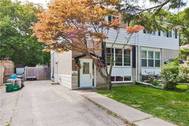 pictures of 42 Hillview Dr, Newmarket L3Y4F9