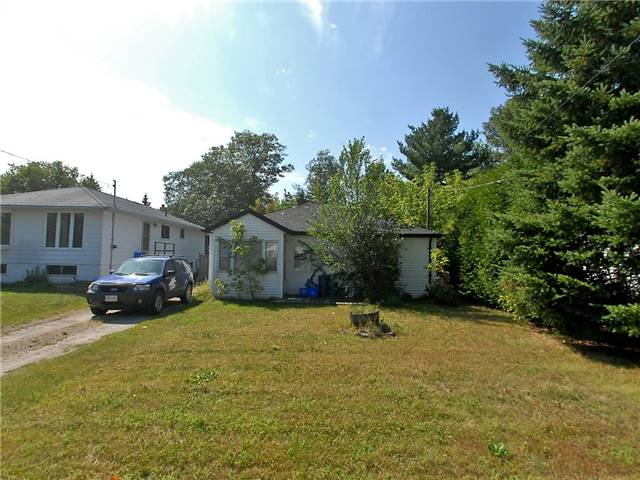 pictures of 16 River Dr, East Gwillimbury L9N1A6
