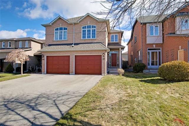 pictures of 587 Skinner Ave, Newmarket L3X2A8