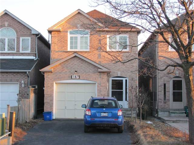 pictures of 187 Kenborough Crt, Markham L3S3P2
