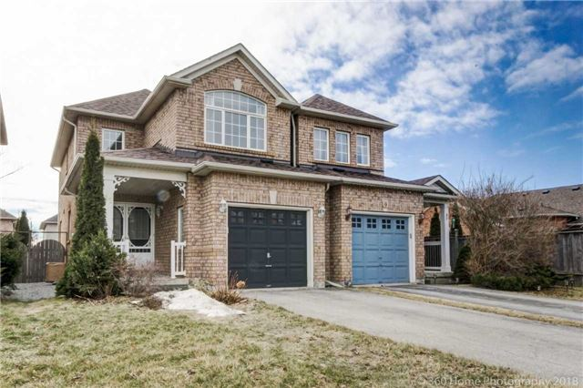pictures of 11 Long Point Dr, Richmond Hill L4E3W9