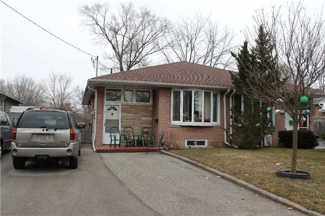 pictures of 83 Lindsay Ave, Newmarket L3Y4N7