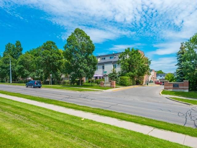 pictures of 2 Springfair Ave, Aurora L4G 3M2