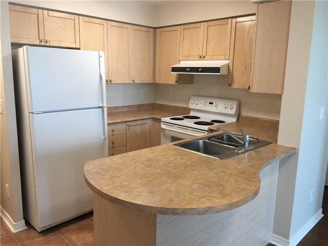 pictures of 23 Oneida Cres, Richmond Hill L4B0A2