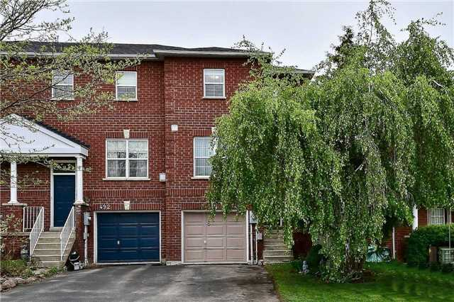 pictures of 490 Ainsworth Dr, Newmarket L3Y8R5
