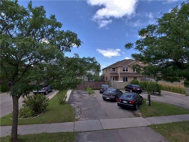 pictures of 626 Pinder Ave, Newmarket L3X2A7