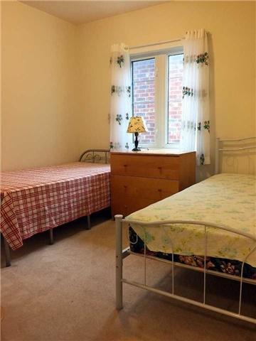 pictures of 152 Bur Oak Ave, Markham L6C3B6