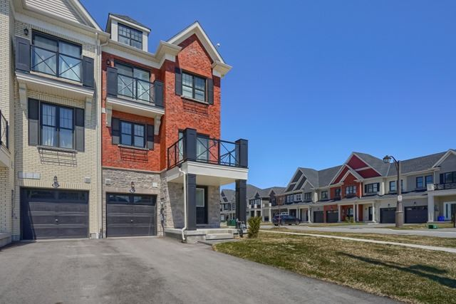 pictures of 203 Boadway Cres, Whitchurch-Stouffville L4A1Y5