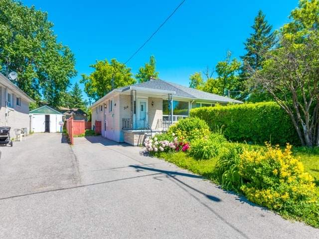 pictures of 314 Axminster Dr, Richmond Hill L4C2W1