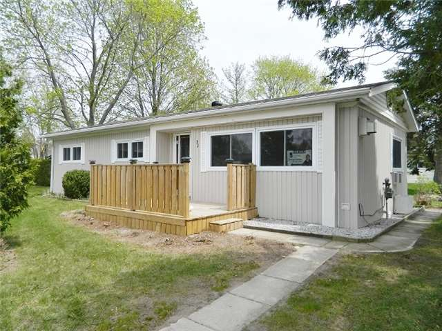 pictures of 22 Hawthorne Dr E, Innisfil L9S 1P1