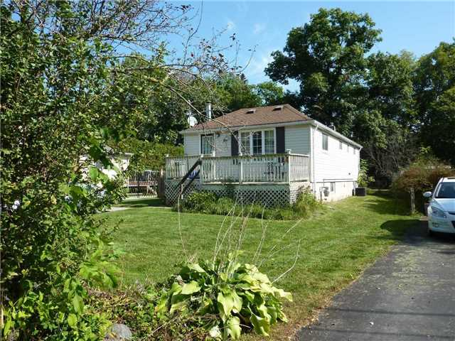 pictures of 63 Oak Ave, East Gwillimbury L9N1A5
