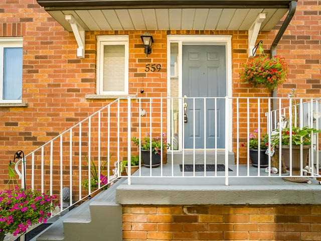 pictures of 559 Walpole Cres, Newmarket L3X2B5