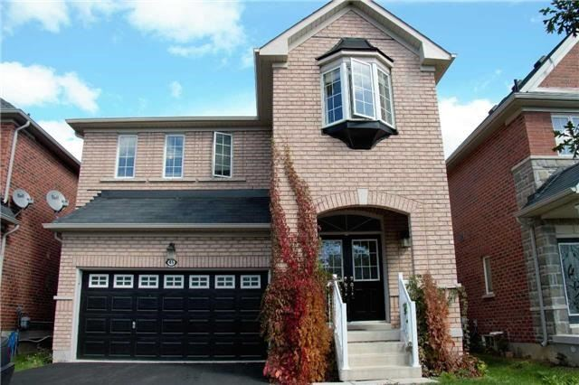 pictures of 45 Lost Pond Cres, Whitchurch-Stouffville L4A0R4