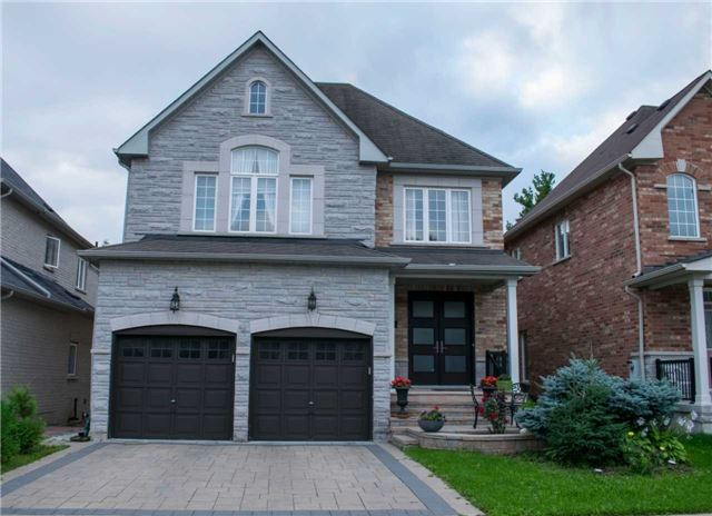 pictures of 141 Timber Valley Ave, Richmond Hill L4E4Z7