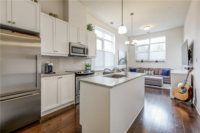 pictures of 15277 Yonge St, Aurora L4G1N6