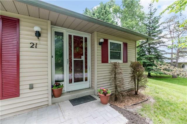 pictures of 21 Tecumseth Pines Dr, New Tecumseth L0G 1W0