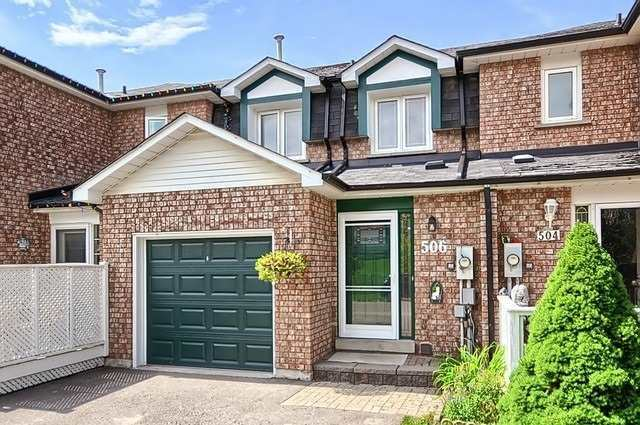 pictures of 506 Pickering Cres, Newmarket L3Y8H1