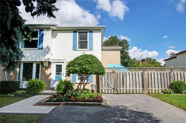 pictures of 229 Avenue Rd, Richmond Hill L4C4Z7