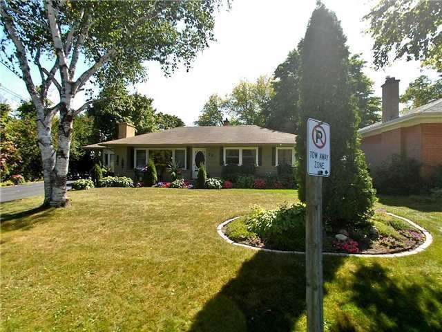 pictures of 28 Rose Ave, Whitchurch-Stouffville L4A4K2