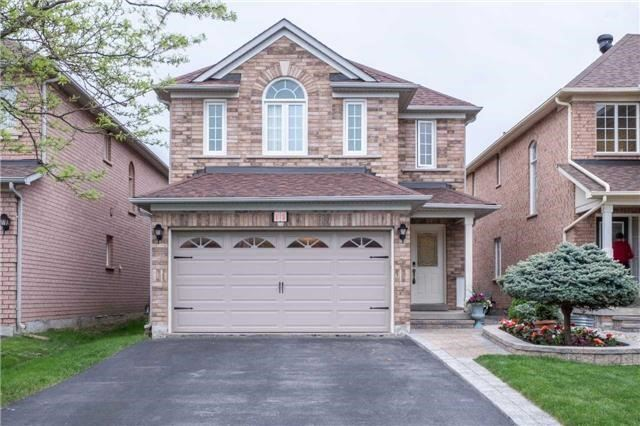 pictures of 11 Ludford Dr, Richmond Hill L4B4H6
