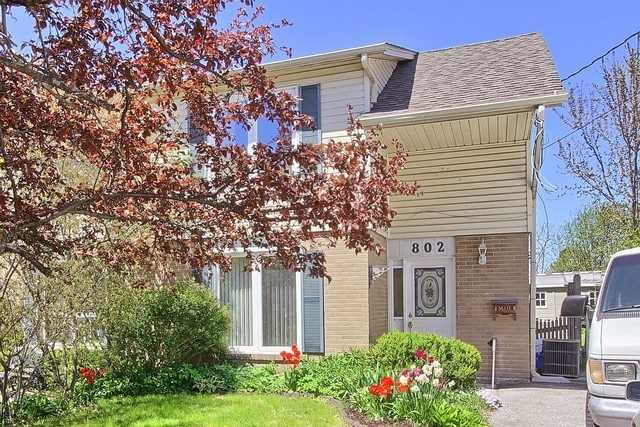 pictures of 802 Greenfield Cres, Newmarket L3Y3B3