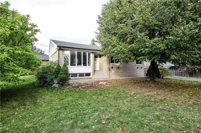 pictures of 98 Cartier Cres, Richmond Hill L4C2N5