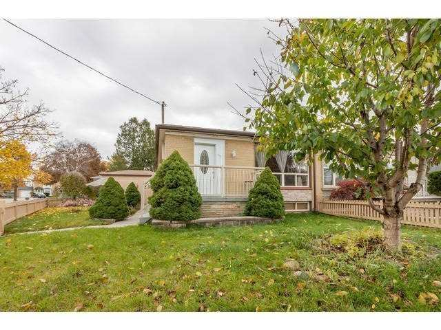 pictures of 301 Browndale Cres, Richmond Hill L4C3H9