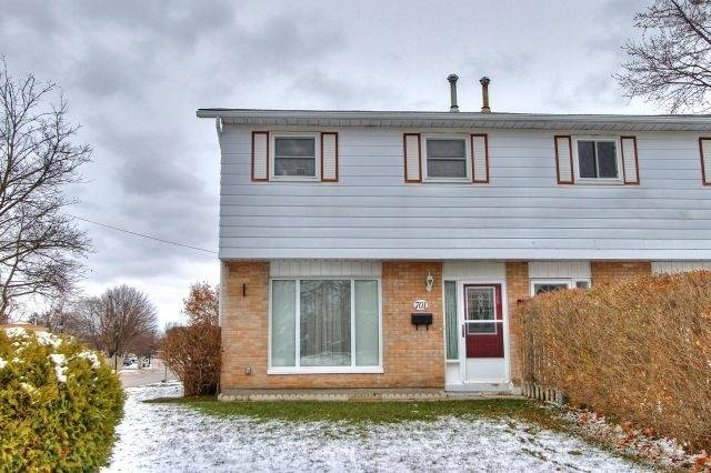 pictures of 701 Leeder Crt, Newmarket L3Y5A8