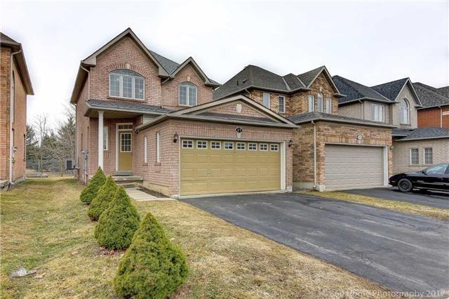 pictures of 17 Rushingbrook Dr, Richmond Hill L4S1W6