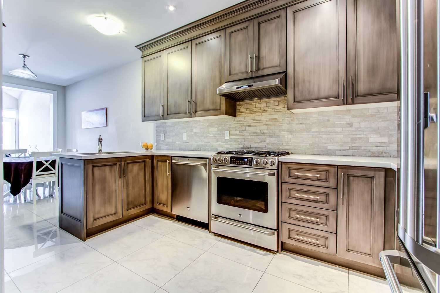 pictures of 52 Wells Orchard Cres, King L7B0C6