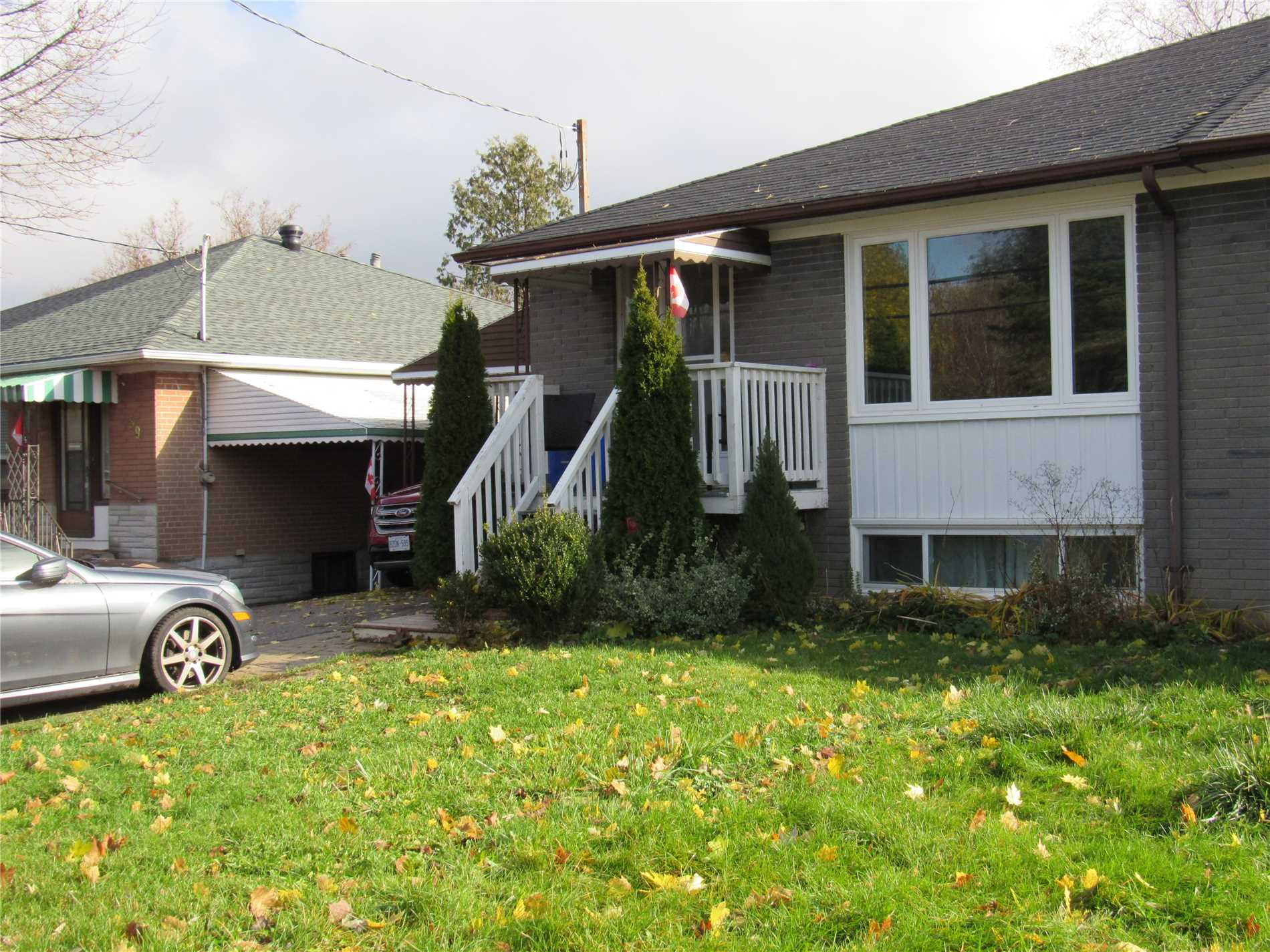 pictures of 57 Longford Dr, Newmarket L3Y2Y6